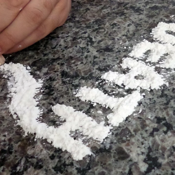 French Govt PSA: Cocaine Is Not The Cure For The Corona Virus
